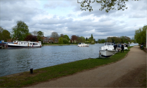 Thames Path in Reading